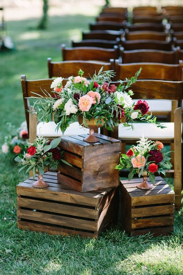 creative wood plates wedding aisle decoration ideas