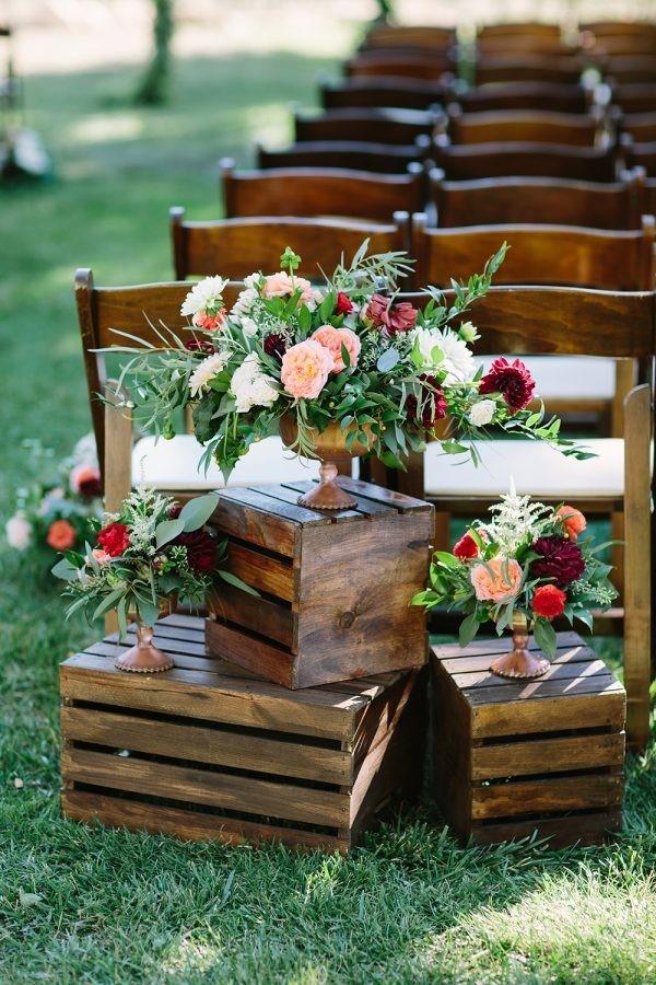 creative wood plates wedding aisle decoration ideas