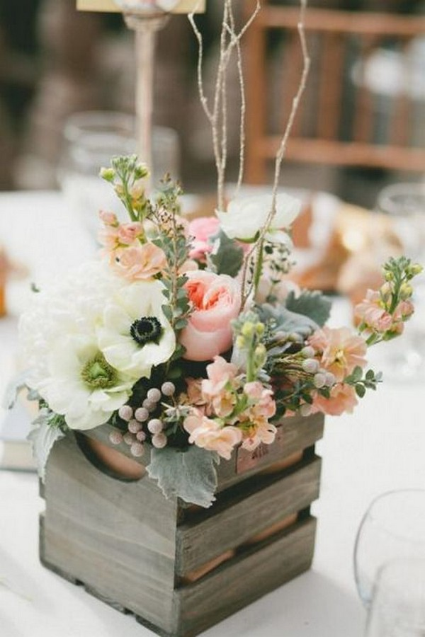 rustic wedding centerpiece ideas with wooden plates