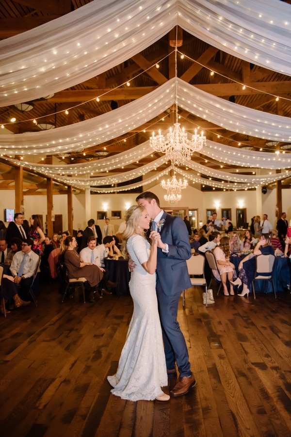 20 brilliant ideas to light up your wedding day page 3 for Table dance near me