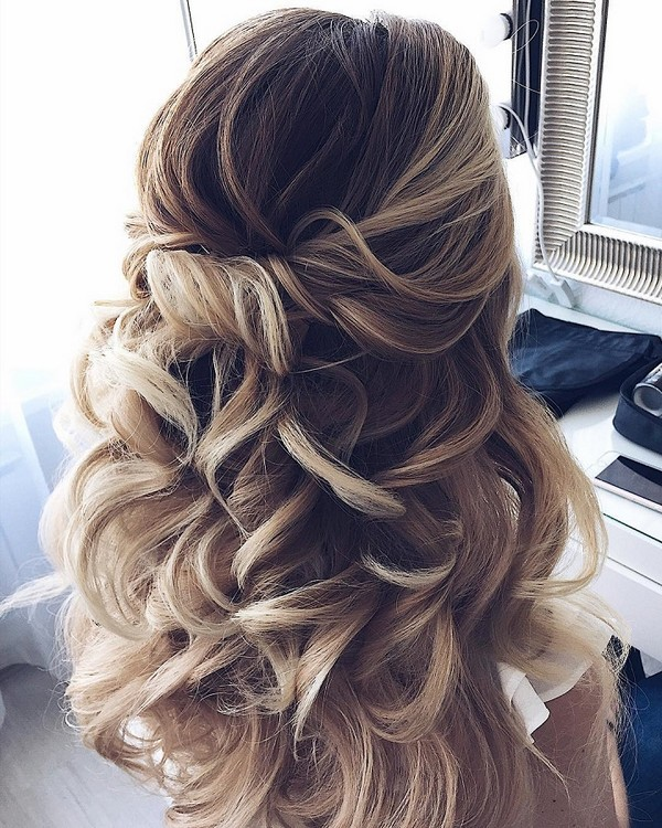 15 chic half up half down wedding hairstyles for long hair emmalovesweddings. Black Bedroom Furniture Sets. Home Design Ideas