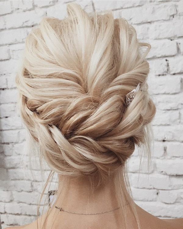 updo wedding hairstyle for 2018 - EmmaLovesWeddings