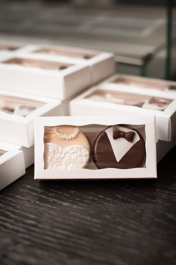 20 unique edible wedding favor ideas emmalovesweddings bride and groom cookies edible wedding favors junglespirit Choice Image