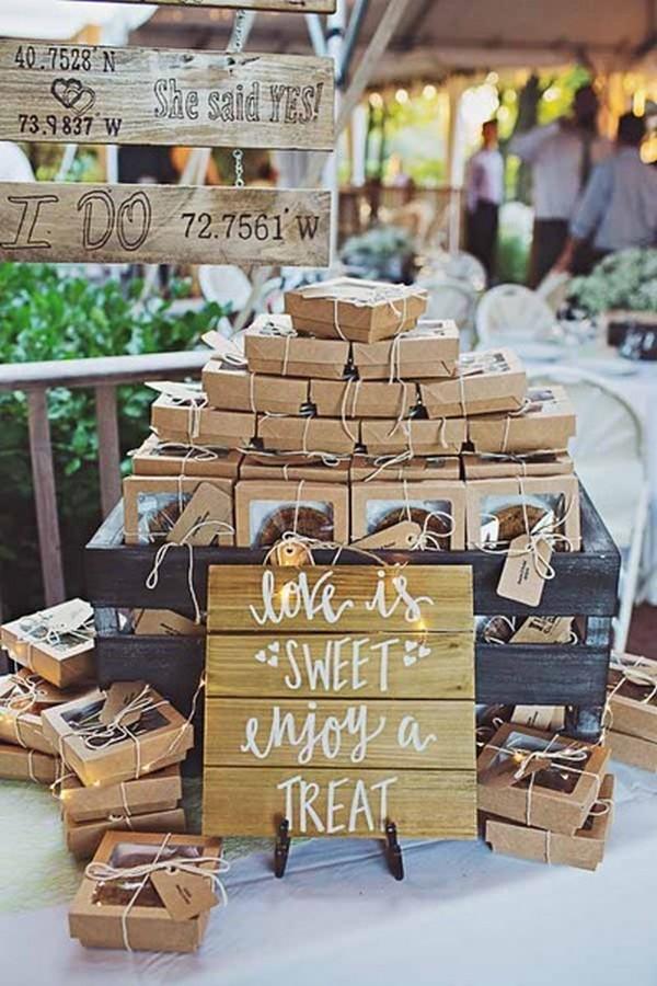 packaged mini pies edible rustic wedding favor ideas - EmmaLovesWeddings