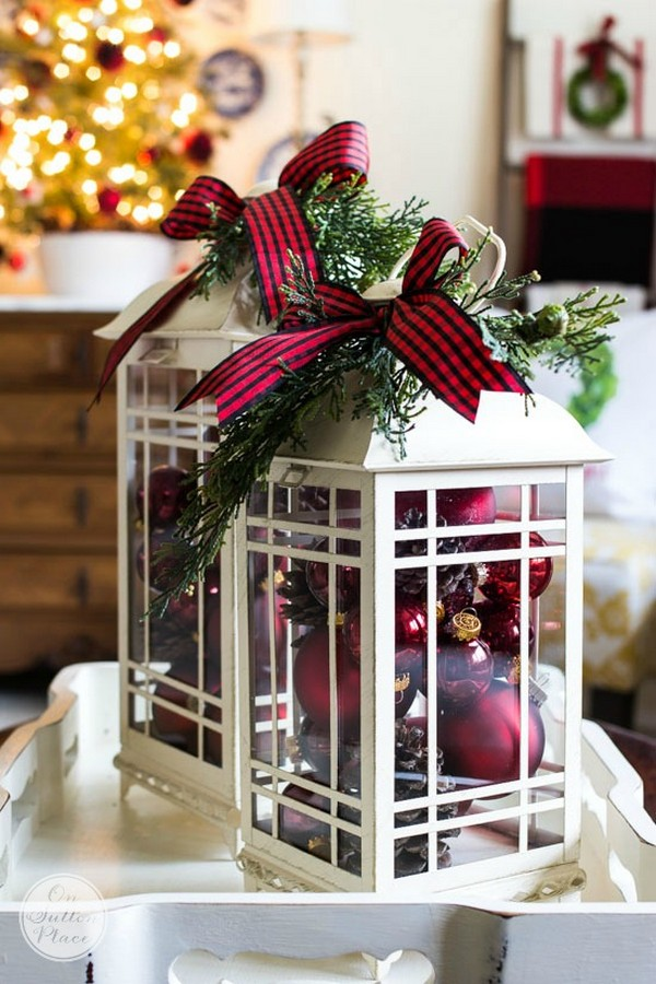 18 stunning christmas themed winter wedding ideas page 2 of 2 christmas wedding centerpiece ideas with ornament and lantern junglespirit Image collections