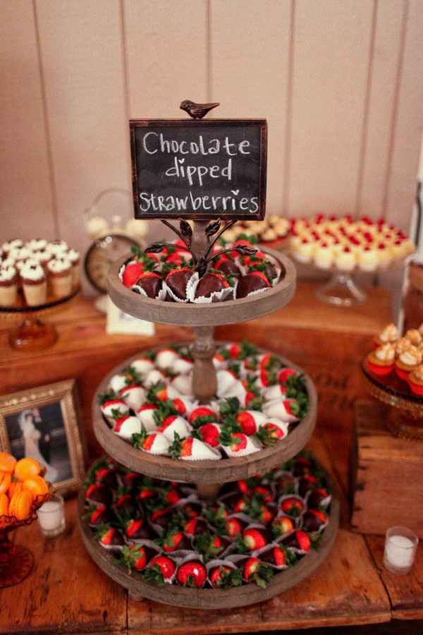 sweet chocolate and strawberry wedding dessert ideas