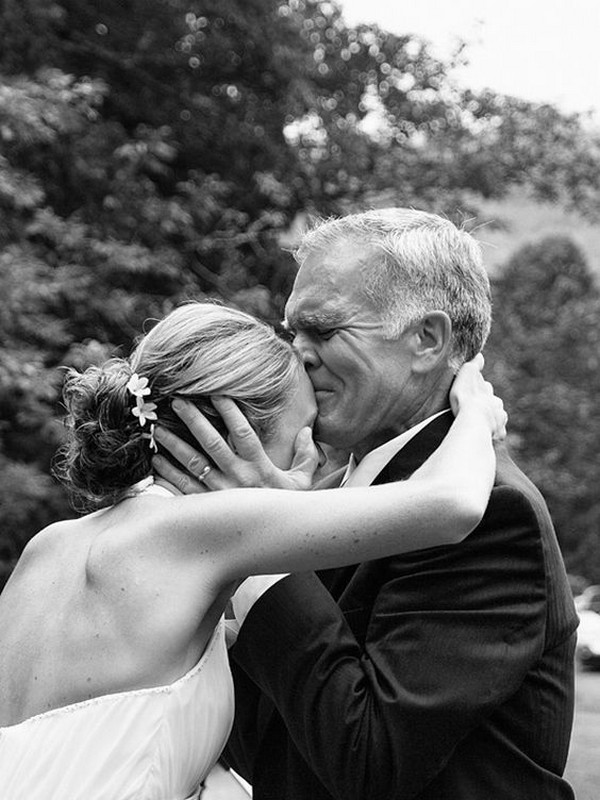 moving father of the bride wedding photo
