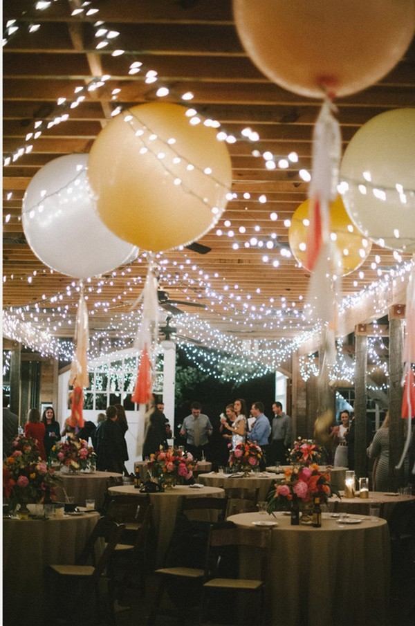 Rustic barn wedding decoration ideas with balloons emmalovesweddings rustic barn wedding decoration ideas with balloons junglespirit Images