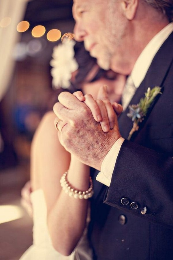 touching father daughter dance wedding photo ideas