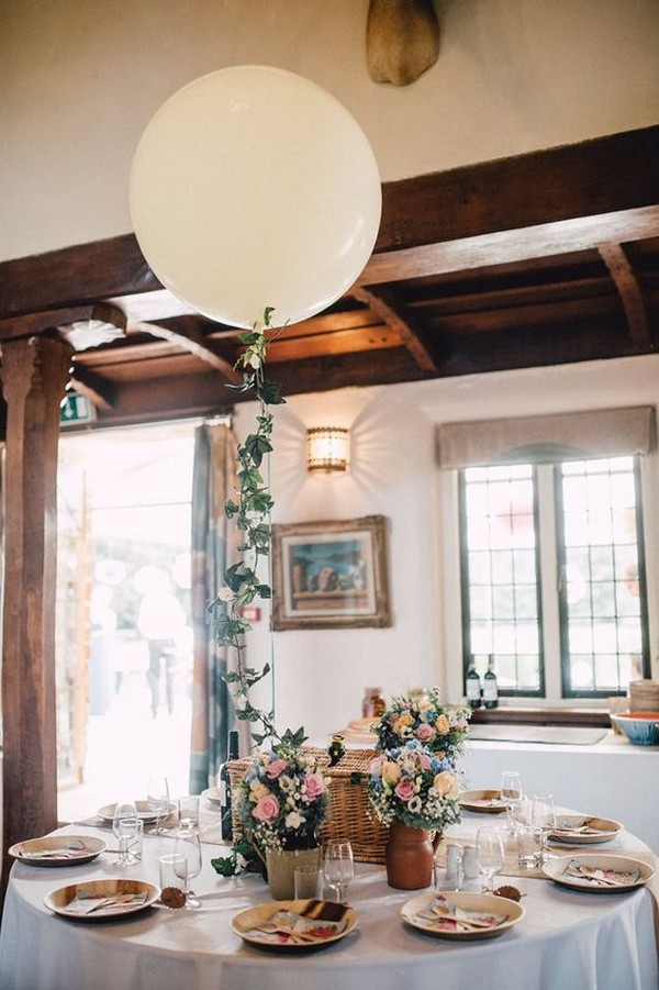 wedding table setting ideas with balloons