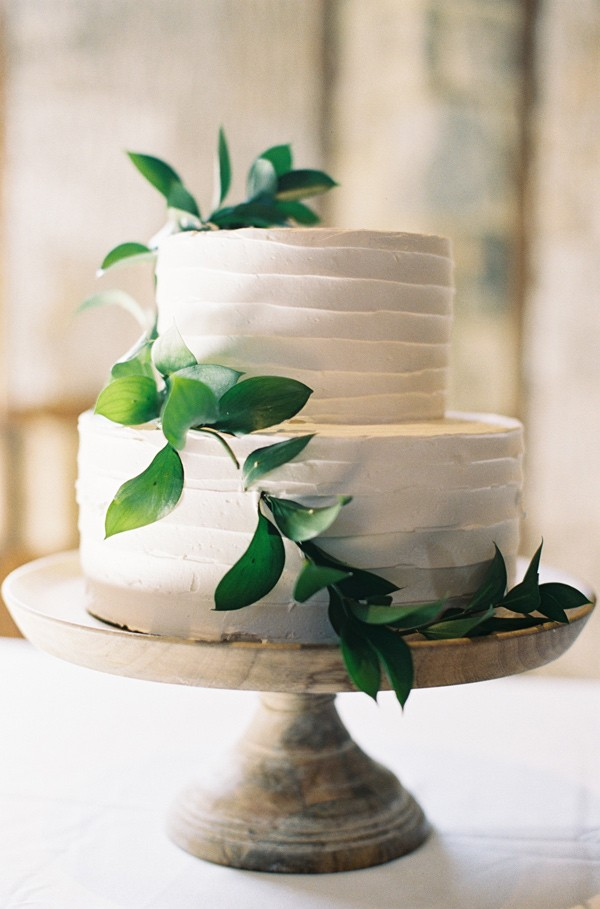 white and green wedding cake ideas