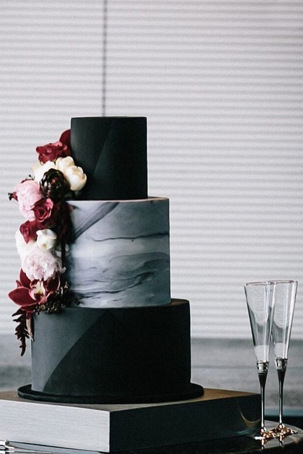 black and white marble wedding cake with flowers