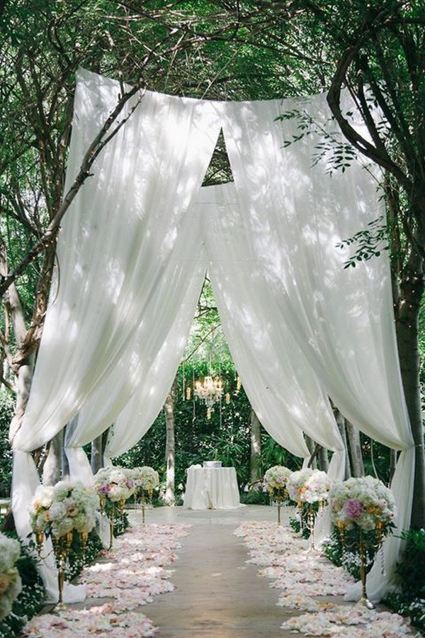35 brilliant outdoor wedding decoration ideas for 2018 trends outdoor wedding ceremony decorations junglespirit Image collections