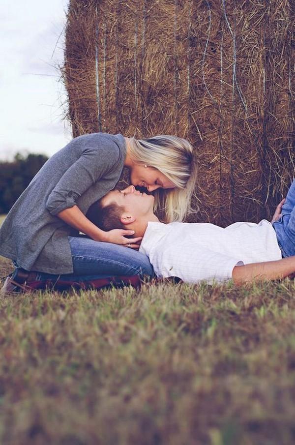 so sweet engagement photo pose ideas