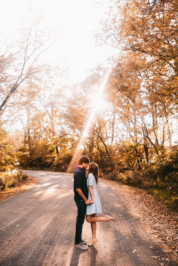 sunlight romantic engagement photo ideas