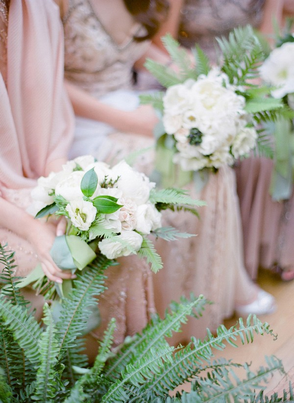 white and greenery wedding bouquet ideas