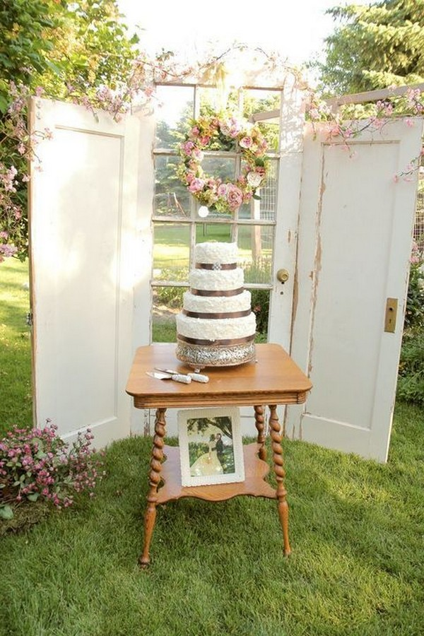 vintage door decoration ideas for outdoor weddings