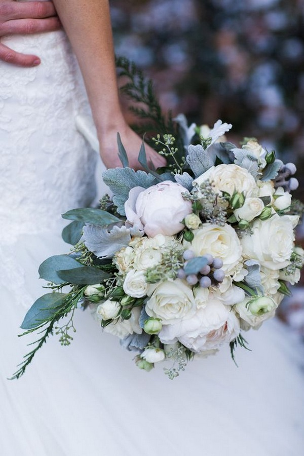 greenery and ivory winter wedding bouquet