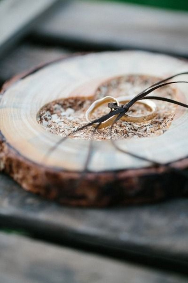 rustic wood ring pillow ideas