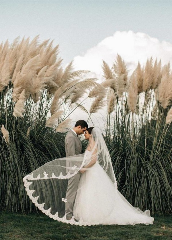 great outdoor wedding photo ideas bride and groom