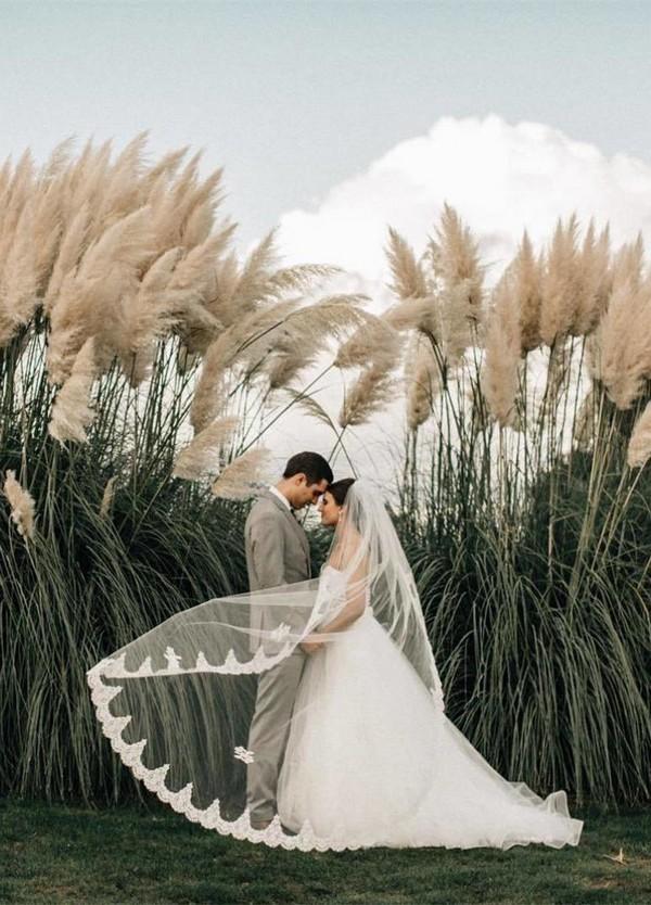 great outdoor wedding photo ideas bride and groom
