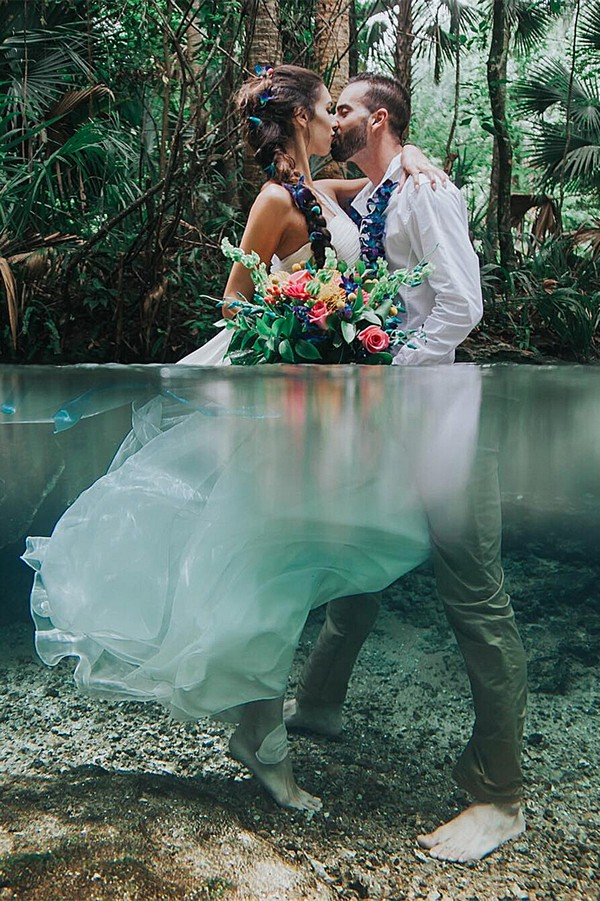 underwater great wedding photo ideas bride and groom