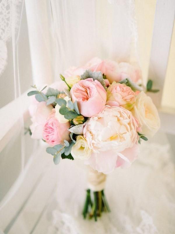 shades of pink wedding bouquet