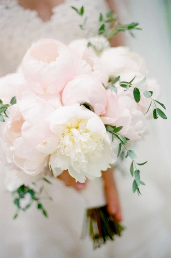 soft wedding bouquet ideas for spring 2019