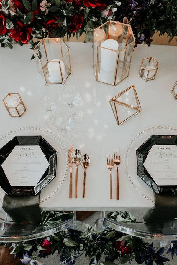 chic wedding centerpiece ideas with black plates and geometric candle holders