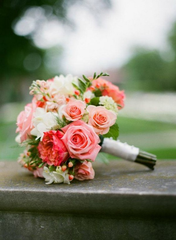 coral and greenery wedding bouquet ideas