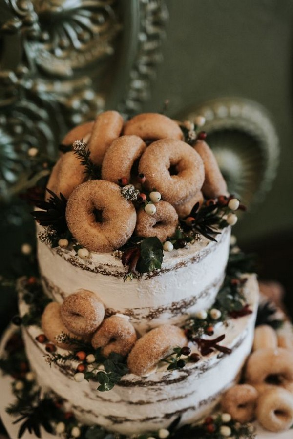 chic wedding cake with donts