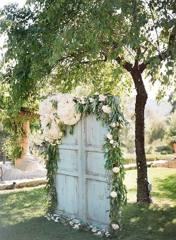 outdoor vintage wedding photo booth backdrop ideas
