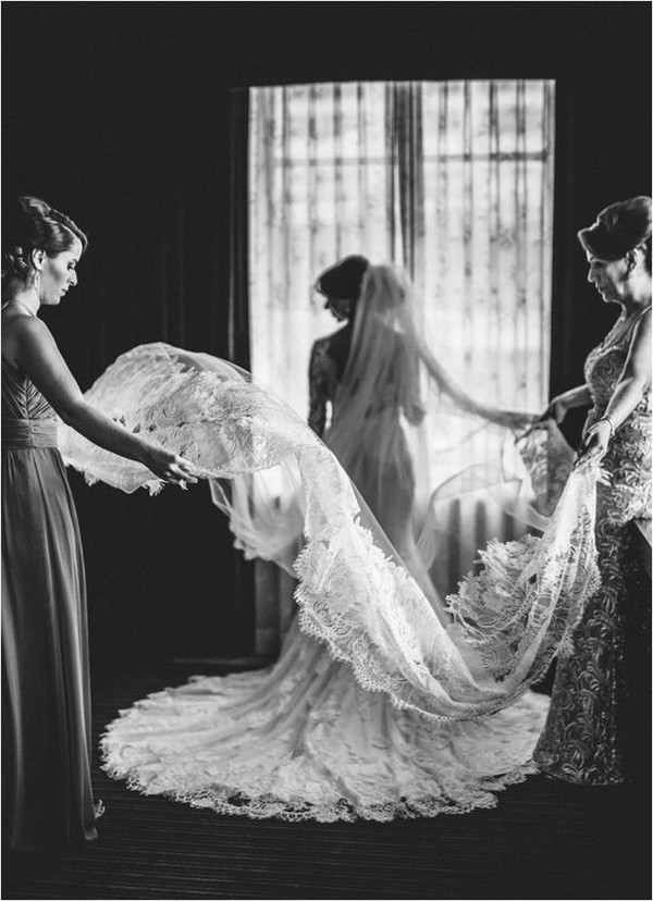 wedding photo ideas with bridesmaid and mother of the bride