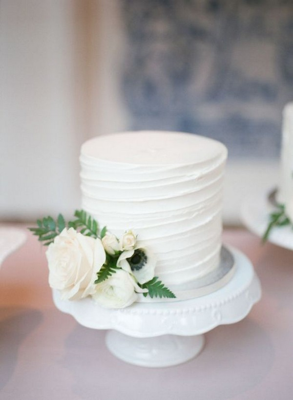 one tier simple elegant wedding cake
