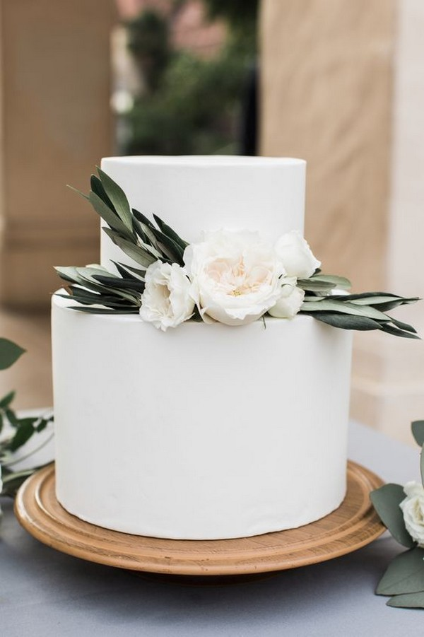 organic simple wedding cake ideas with floral