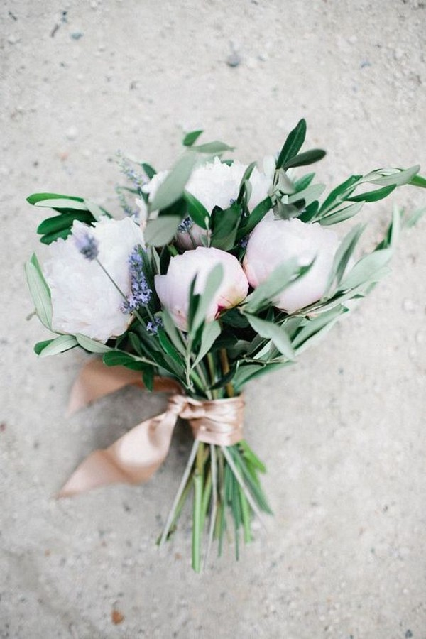 simple elegant spring summer wedding bouquet
