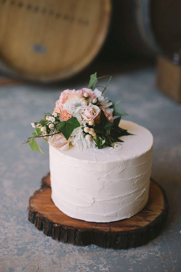 simple wedding cake for spring and summer