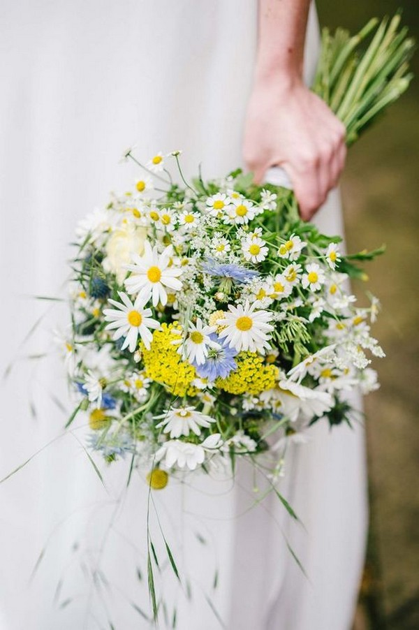 yellow and white daisy wedding bouquet
