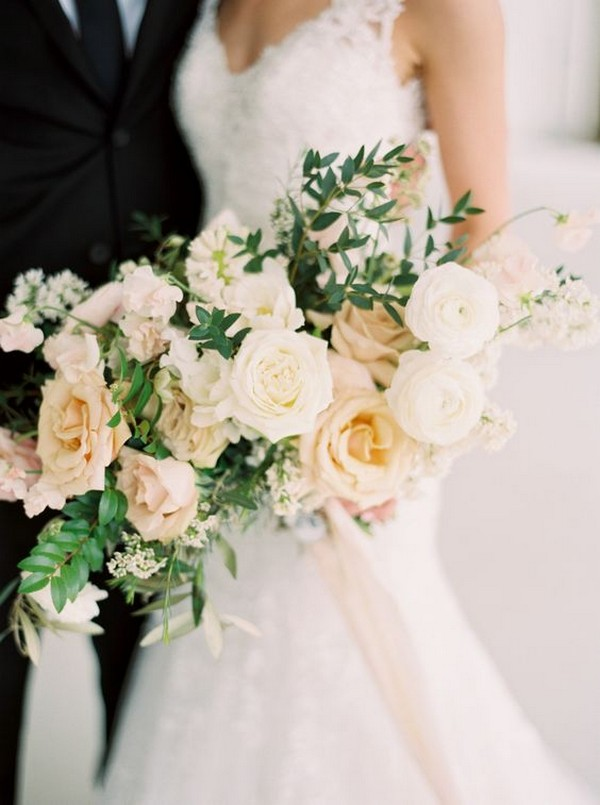 champagne and ivory neutral wedding bouquet ideas
