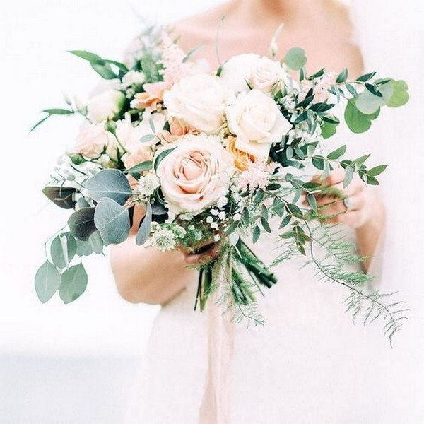 pretty neutral wedding bouquet