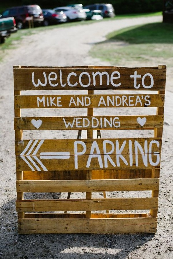 DIY country rustic wedding sign ideas with wooden pallets