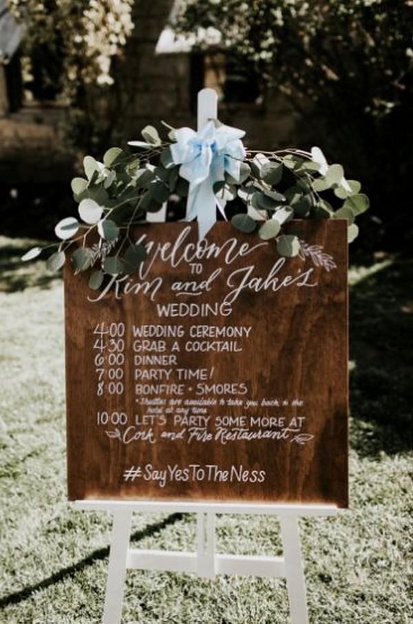 chic vintage wedding day timeline sign