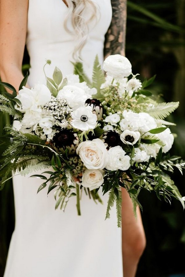 ethereal white greenery wedding bouquet ideas