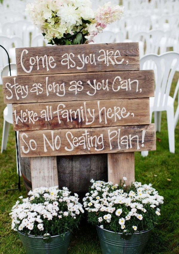 outdoor wedding ceremony sign ideas with wooden pallets