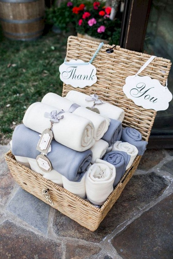 blankets as outdoor wedding favors