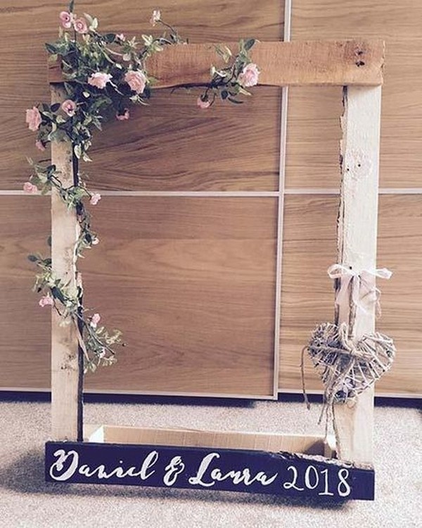 country rustic wooden wedding photo booth ideas