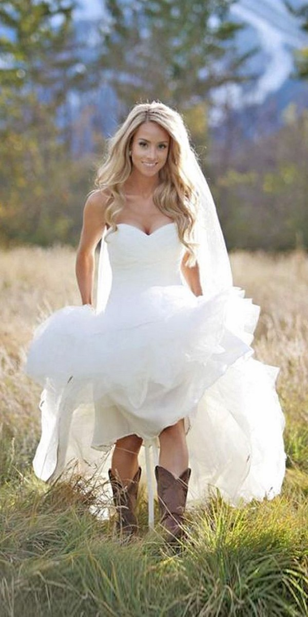 country wedding gown ideas with boots