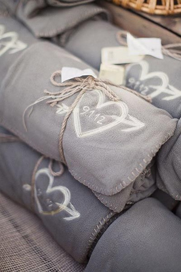 custom blankets as fall wedding favors