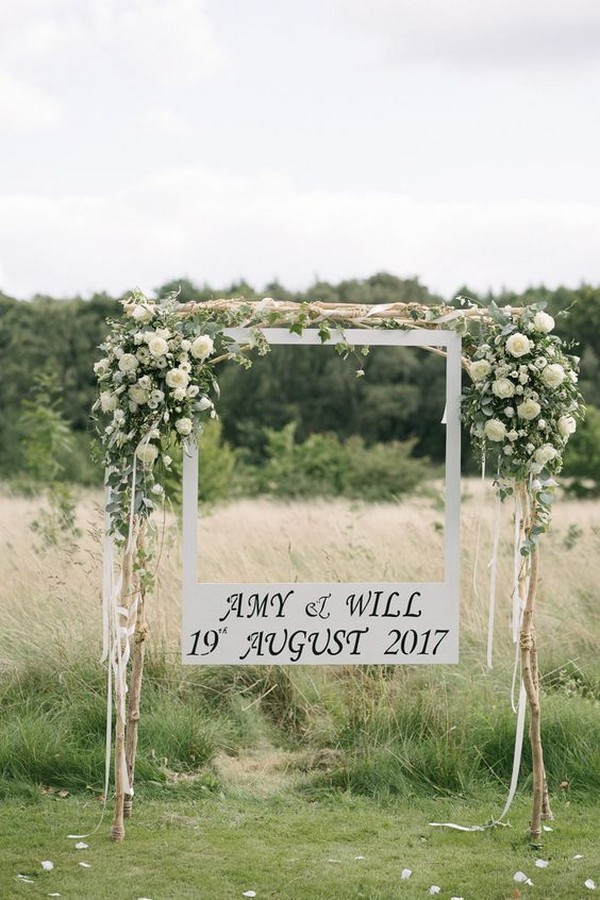 outdoor chic wedding photo booth