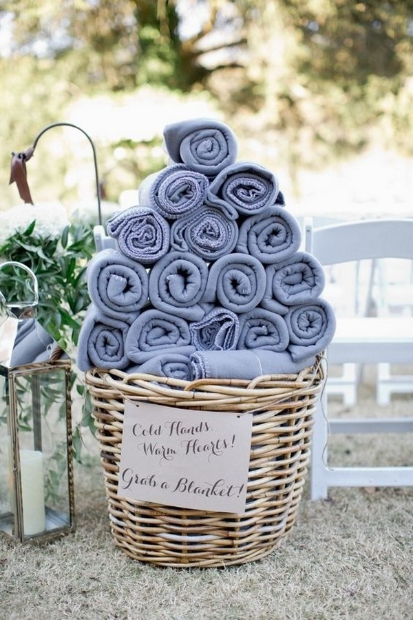 outdoor fall wedding favor ideas